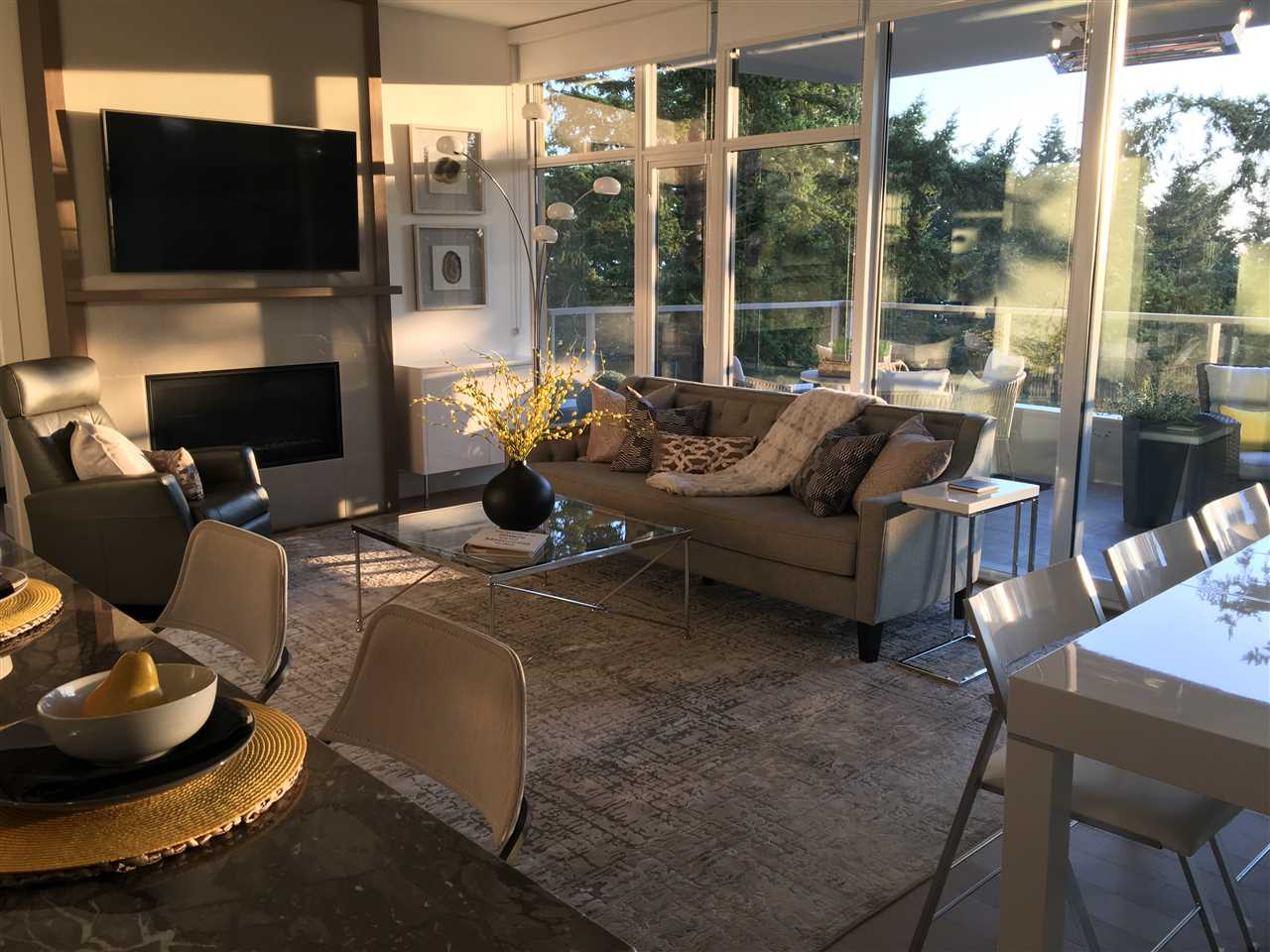 White Rock Condo for sale:  2 bedroom 1,289 sq.ft. (Listed 2018-08-02)