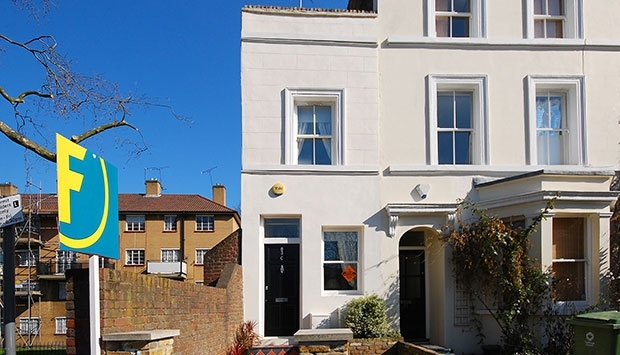 UK smallest house front pic