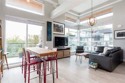Harbourside Condo for sale:  3 bedroom 1,207 sq.ft. (Listed 2019-10-17)