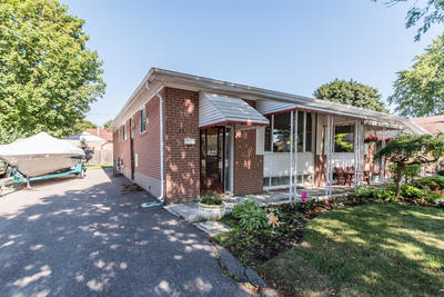 South East Bungalow for sale:  3+1 1 sq.ft. (Listed 2019-08-15)
