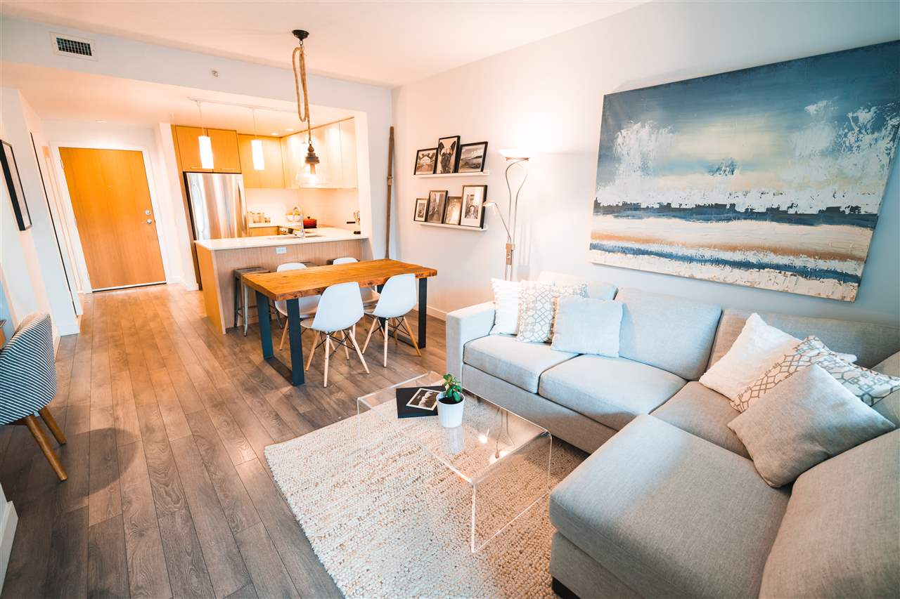 Lower Lonsdale Condo for sale:  1 bedroom 625 sq.ft. (Listed 2017-11-15)