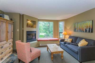 Benchlands Condo for sale:  1 bedroom 574 sq.ft. (Listed 2019-12-13)