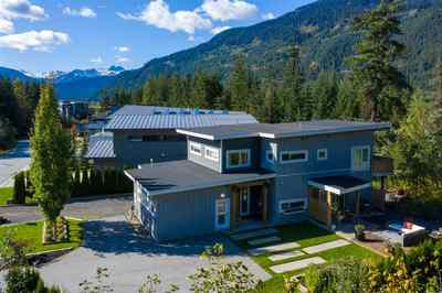 Cheakamus Crossing House for sale:  4 bedroom 2,392 sq.ft. (Listed 2019-12-13)