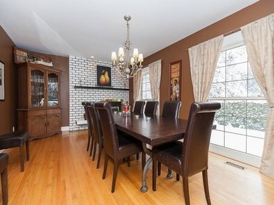 Elgin Chantrell House for sale:  5 bedroom 3,810 sq.ft. (Listed 2014-02-27)