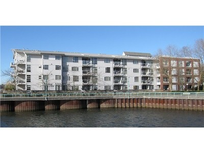 Fraserview VE Condo for sale:  2 bedroom 1,062 sq.ft. (Listed 2014-02-12)