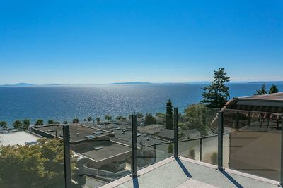 White Rock House for sale:  4 bedroom 3,303 sq.ft. (Listed 2017-08-24)
