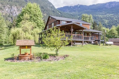 Upper Squamish House for sale:  4 bedroom 2,382 sq.ft. (Listed 2016-04-26)
