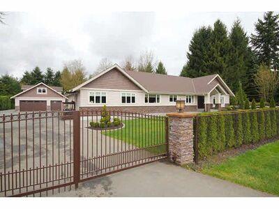 Langley House/Single Family:  4 bedroom  Stainless Steel Appliances, Granite Countertop, Hardwood Floors