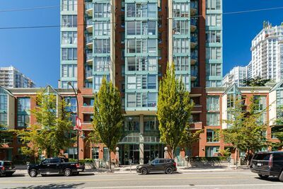 Yaletown Apartment for rent: The Pinnacle Studio  (Listed 2020-06-17)