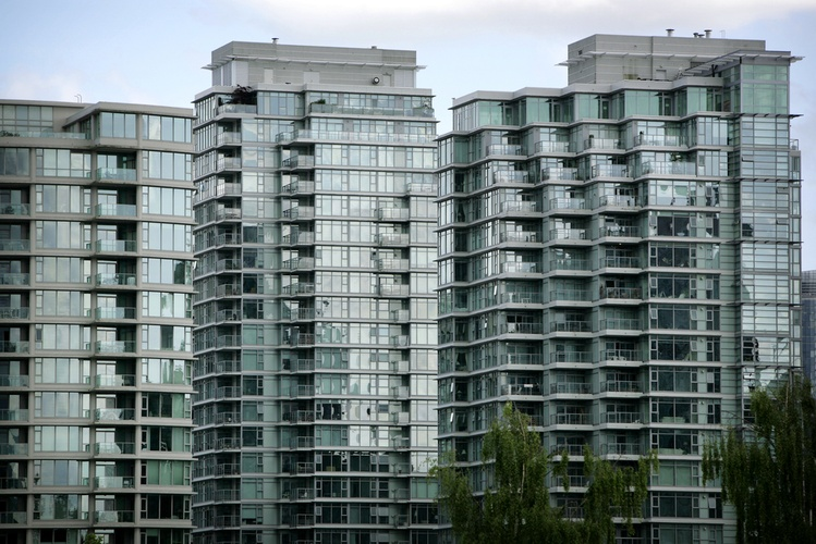 apartments_downtown_vancouver_shutterstock.jpg__0x500_q95_autocrop_crop-smart_subsampling-2_upscale.jpg