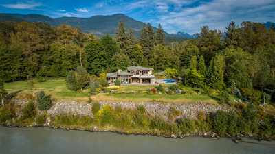 Brackendale House for sale:  5 bedroom 6,050 sq.ft. (Listed 2019-08-26)