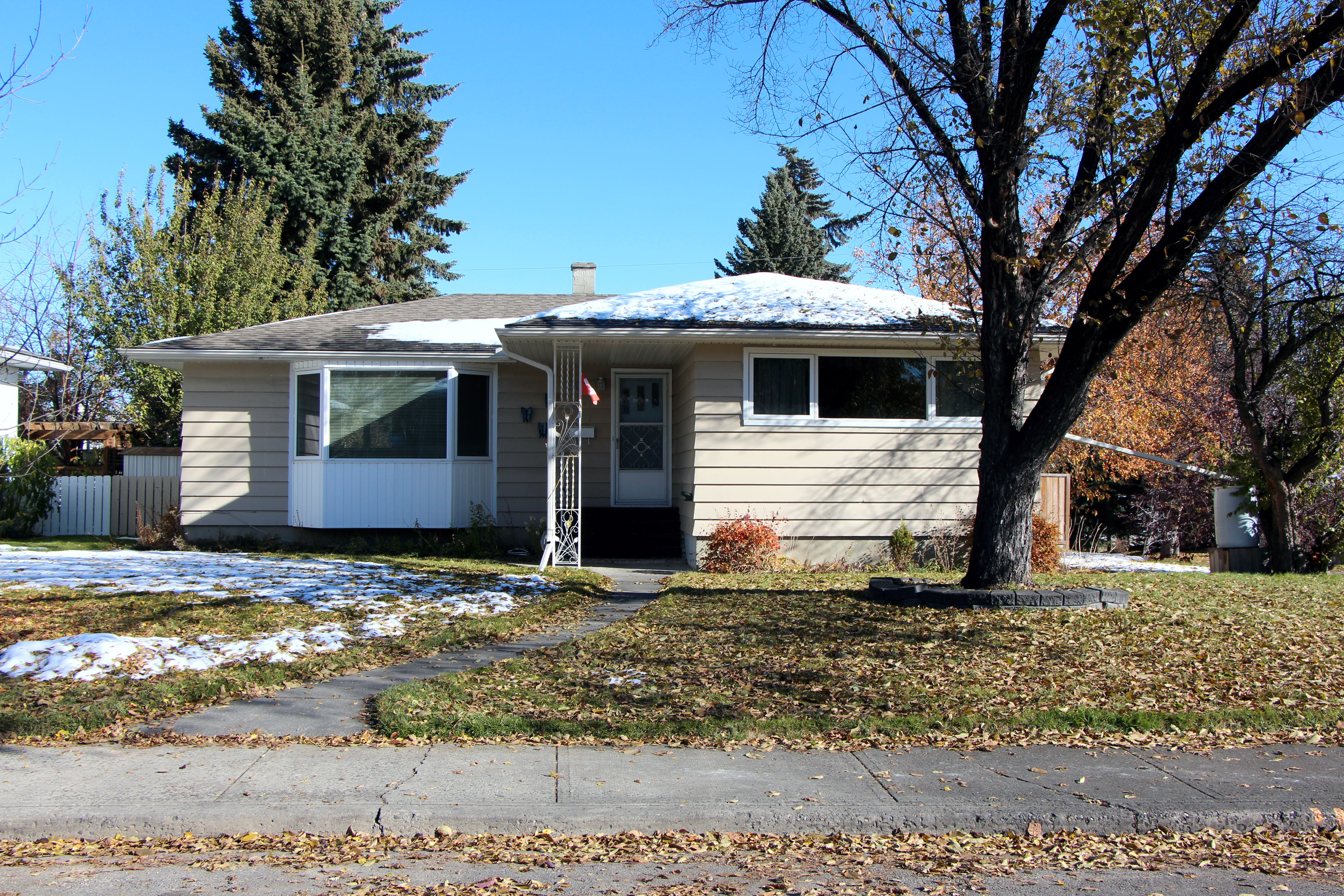 Meadowlark Park House for sale:  3 bedroom 1,165 sq.ft. (Listed 2019-03-28)