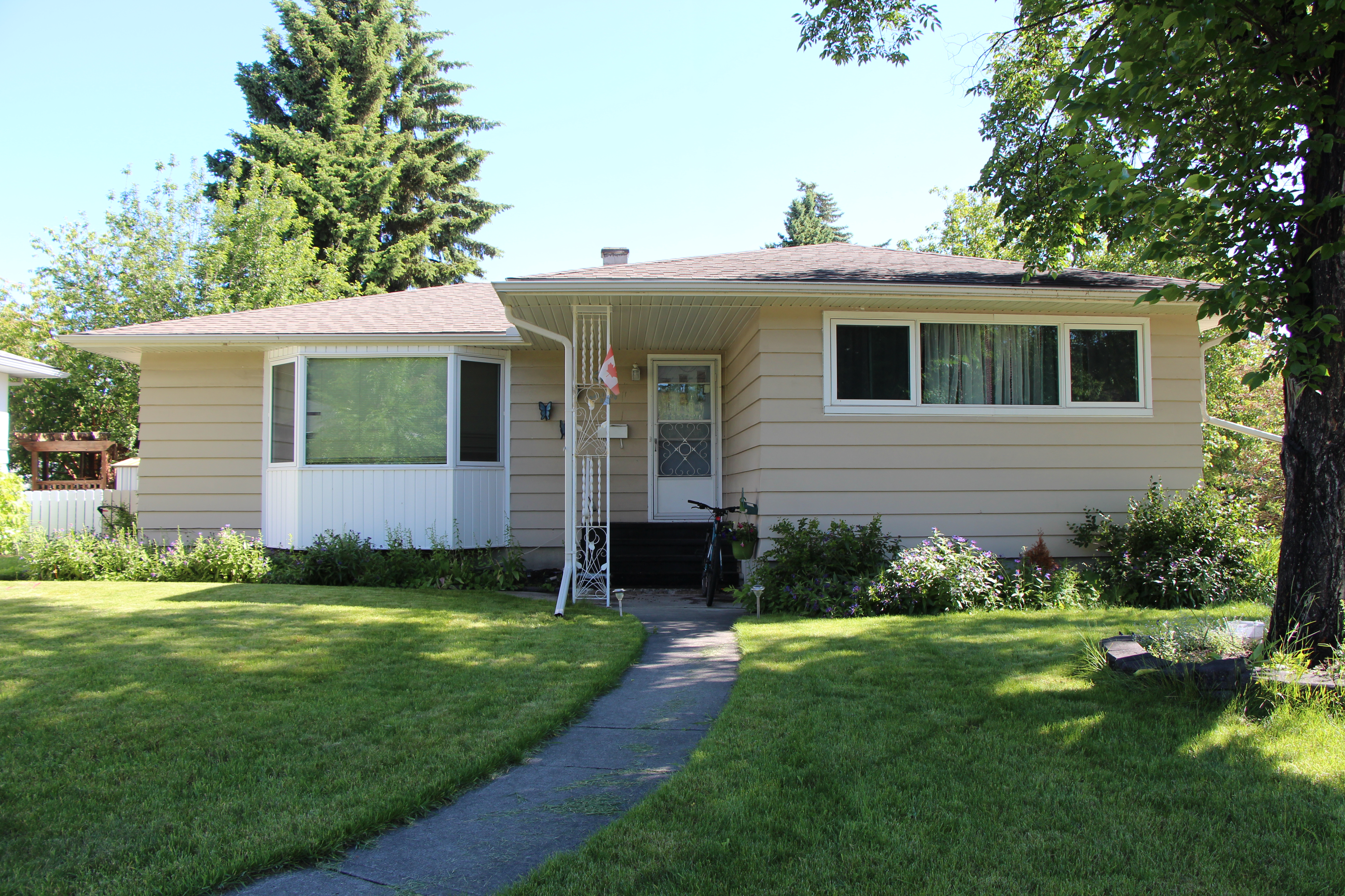 Meadowlark Park House for sale:  3 bedroom 1,165 sq.ft. (Listed 2019-07-04)