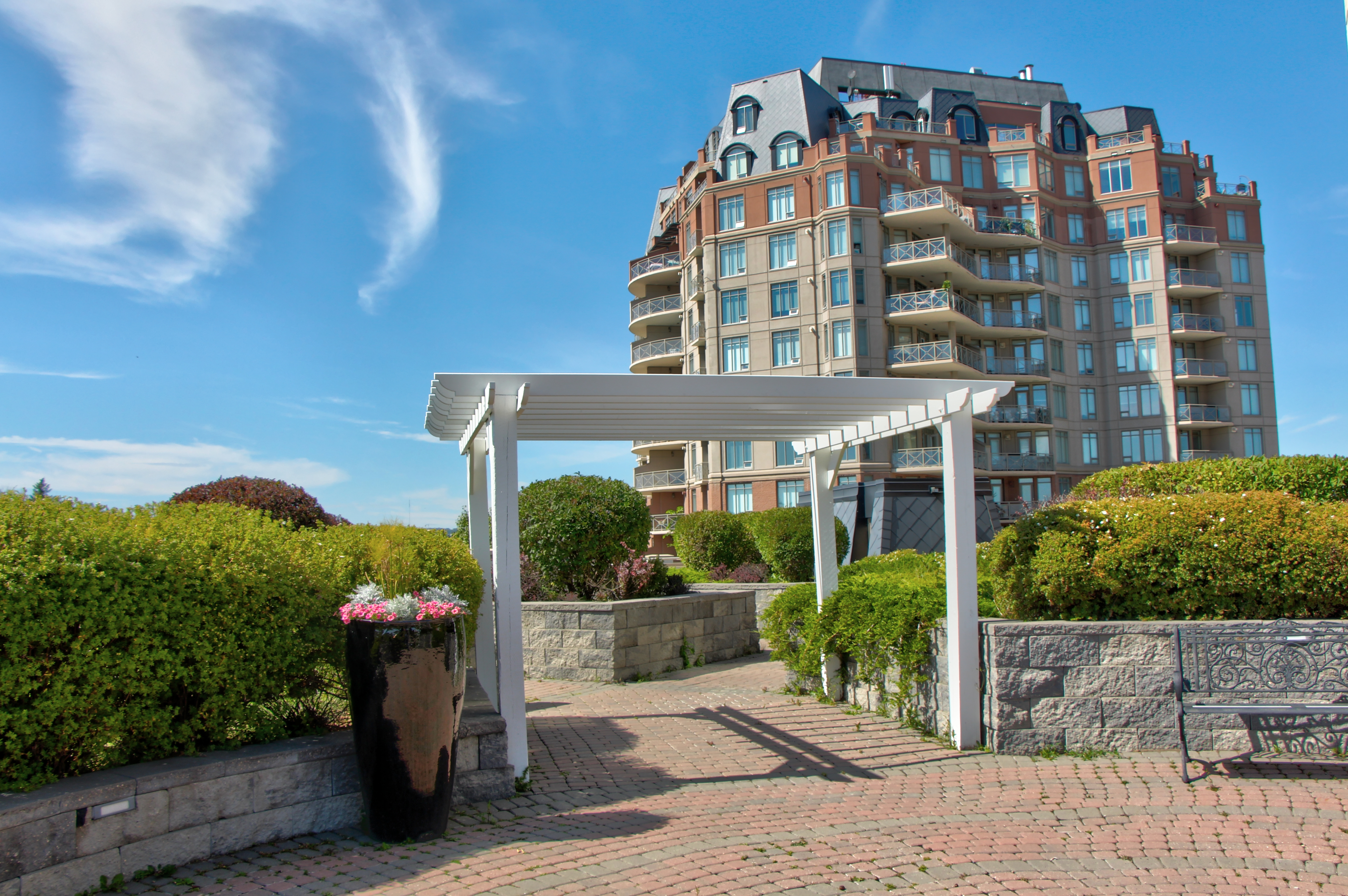 Hounsfield Heights/Briar Hill Condo for sale:  2 bedroom 1,120 sq.ft. (Listed 2019-10-11)