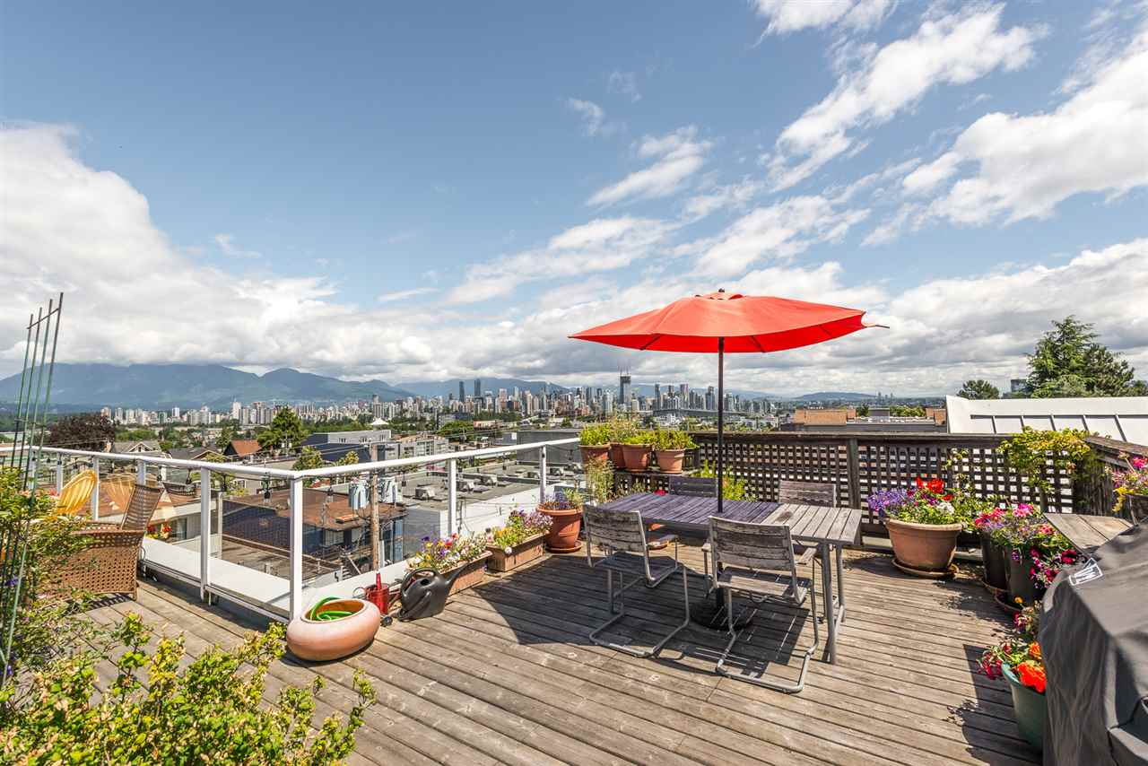 Main area 2 bedroom Condo Deck in Kitsilano, Vancouver