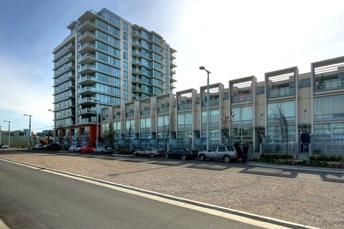 Main entrance and den of 2 bedroom Condo in Downtown, New Westminster