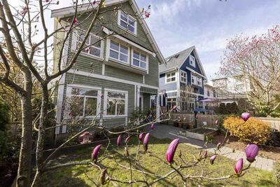 Grandview Woodland 1/2 Duplex for sale: 3 bedroom 1,394 sq.ft. (Listed 2021-04-12)