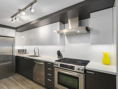Renfrew Condo for sale: 1 bedroom 624 sq ft