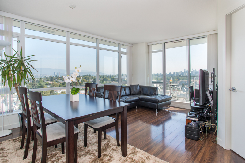 Collingwood Condo for sale:  2 bedroom 697 sq.ft. (Listed 2018-09-10)