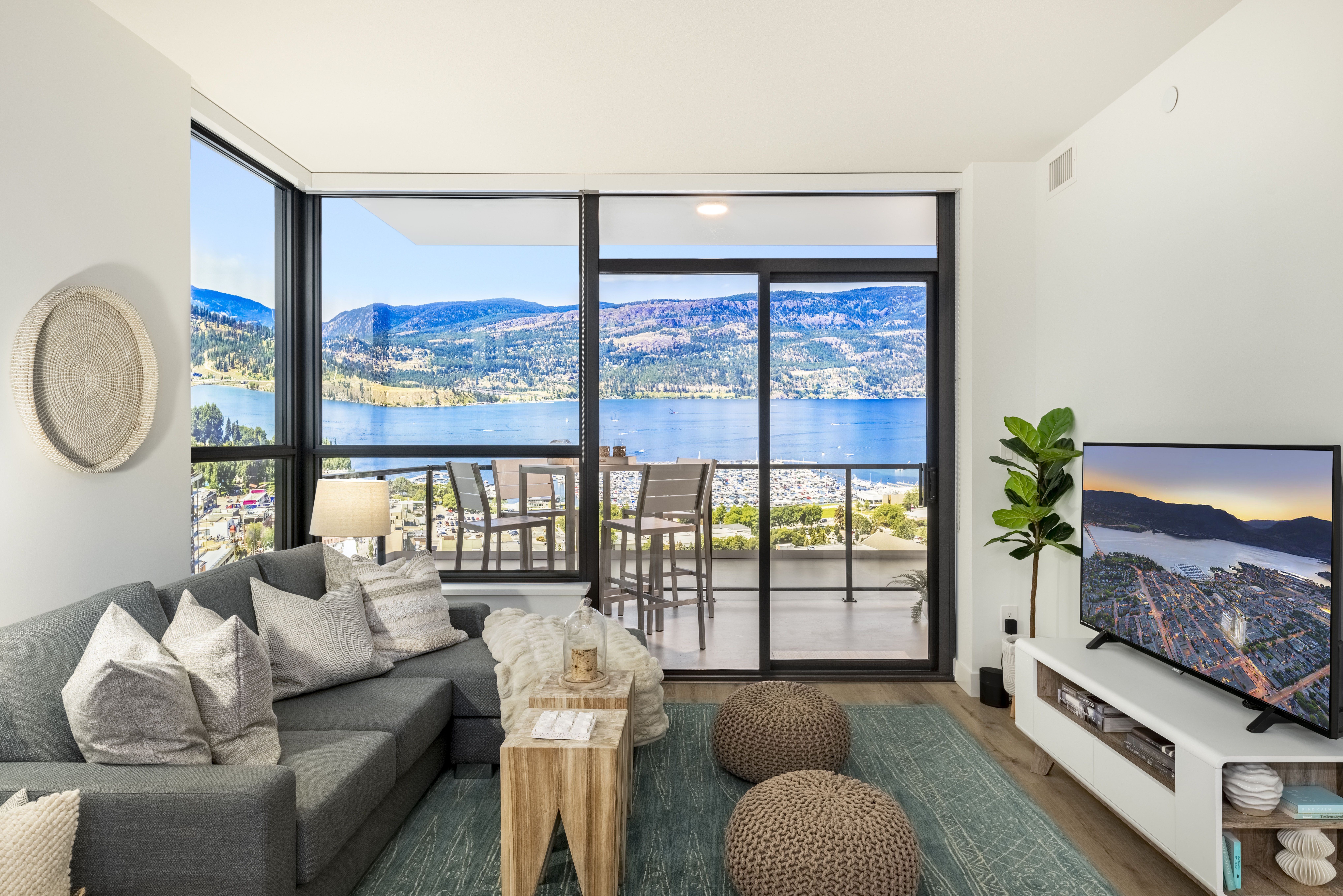 Kelowna Apartment for sale:  1 + Den  (Listed 2020-11-09)