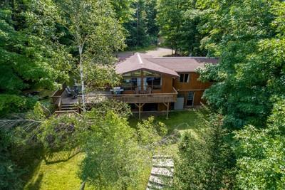 Huntsville Cottage for sale: 6 bedroom 2,700 sq.ft.