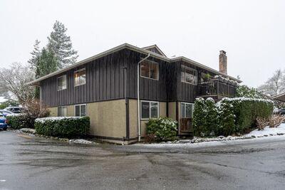 Upper Lonsdale Apartment/Condo: Cedarbrook Village 3 bedroom  Hardwood Floors