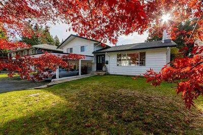 Lynn Valley House:  4 bedroom  Stainless Steel Appliances, Granite Countertop, Hardwood Floors