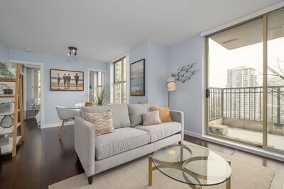 Yaletown Condo for sale: Mondrian 2 bedroom 844 sq.ft. (Listed 2020-09-16)