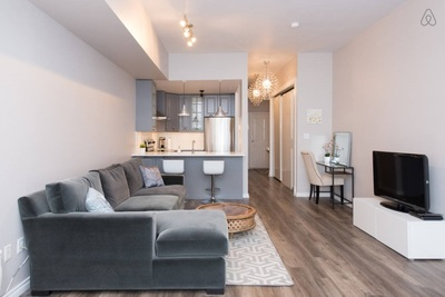 Lower Lonsdale Condo for sale:  1 bedroom 589 sq.ft. (Listed 2016-05-19)