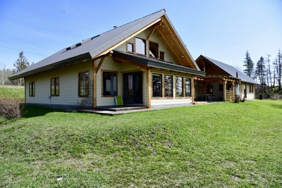 Williams Lake House with Acreage for sale:  3 bedroom 2,407 sq.ft. (Listed 2019-04-25)