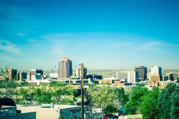 Wall_albuquerque-new-mexico-skyline-of-downtown-768x512