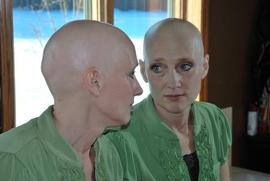 Preview_bald_woman_in_mirror