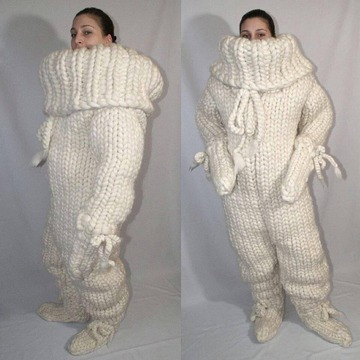 Wall_knitted_snuggy