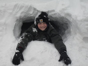 ethan's snow forts 121309 002.jpg