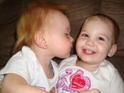 Kissn Cuzns Ava & Aryana!
