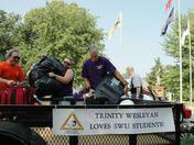 Trinity Wesleyan volunteers lighten load for new university students, families