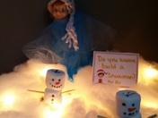 """Elfie playing frozen """"do you wanna build a snowman"""""""