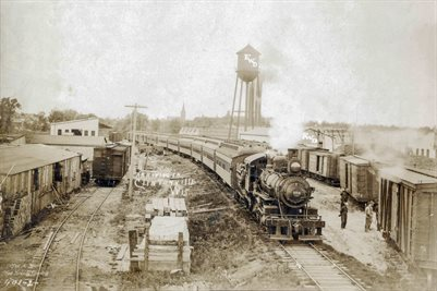 WORLD WAR 1 TROOP TRAIN ARRIVING IN CLINTONVILLE, WISCONSIN