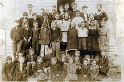 1907 WHITE HOLLOW SCHOOL, BOUNDS, MISSOURI