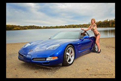 Model Shawna Roberts with a Blue Vette 2