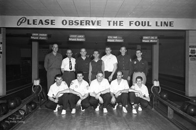 FEB.3, 1954 HOT POINT BOWLING TEAM PHOTO 3