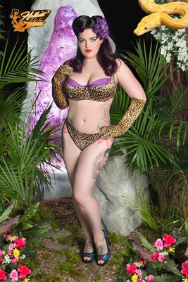 Strange Beauty Bombshell Jungle Girl