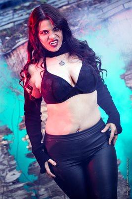 Lauren Clover-Vampire Vixen