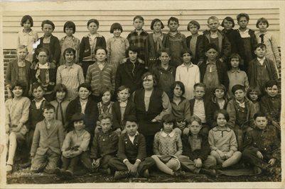 1927-28 CALVERT CITY, KENTUCKY AREA SCHOOL (NAMES ON BACK)
