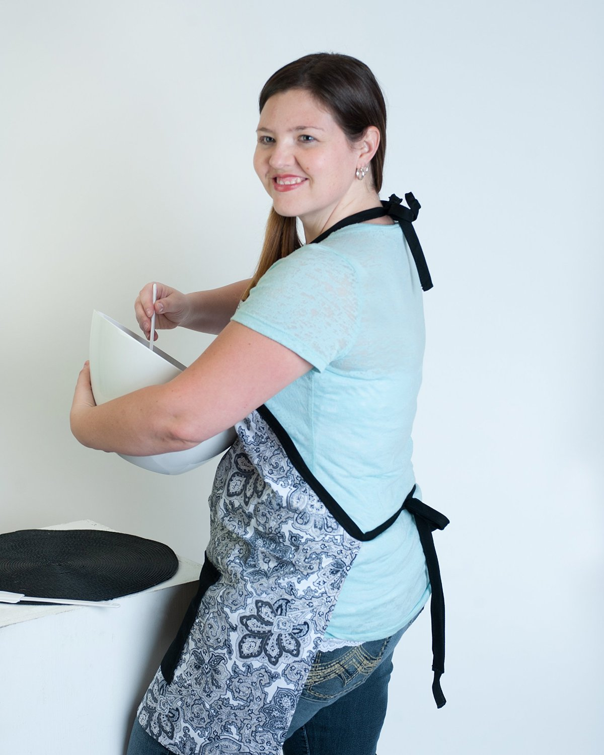 Daniella\'s Kitchen Produces Versatile Kitchen Apron Based On Results ...