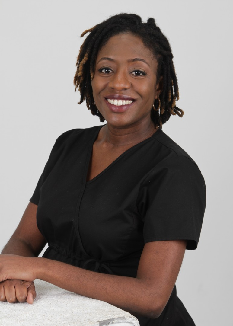 Dr. Ashley Dixon of Dixon Chiropractic offering Chiropractic and Acupuncture in Plantation, FL