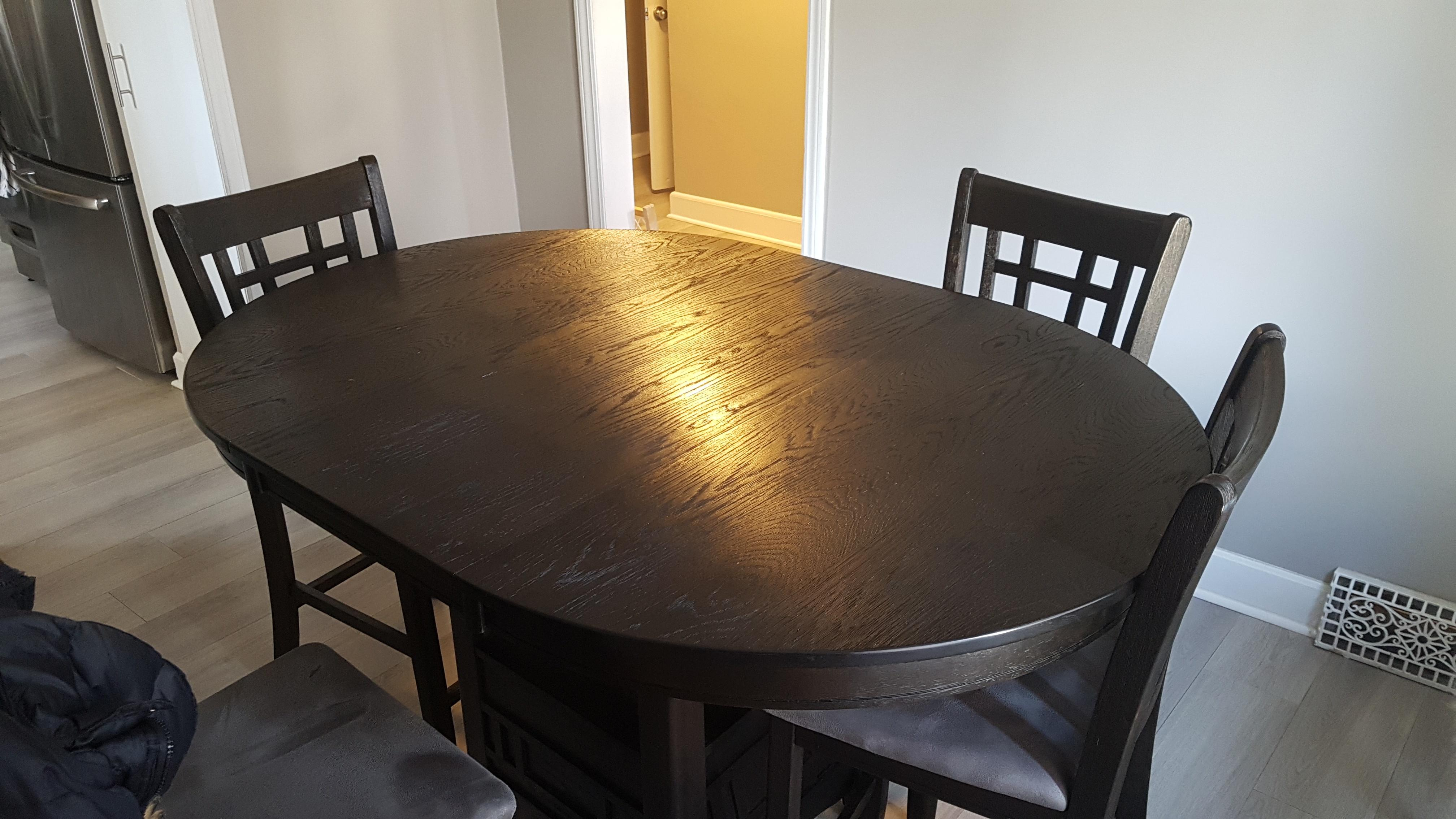 Image of the empty table