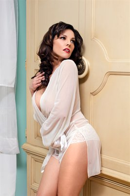 Nicole Ferreira Vintage PinUp