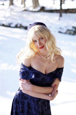 Blonde Vintage Cosplay
