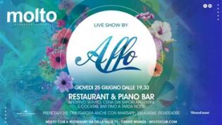 Piano bar @ Molto Club